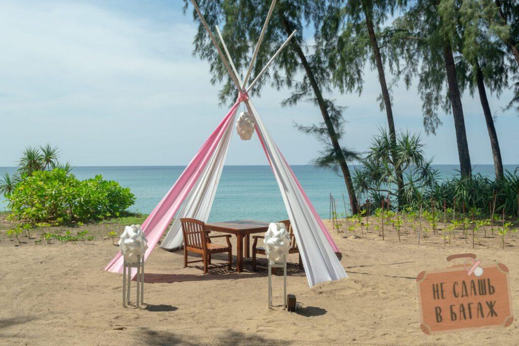 Ресторан на пляже Май Кхао