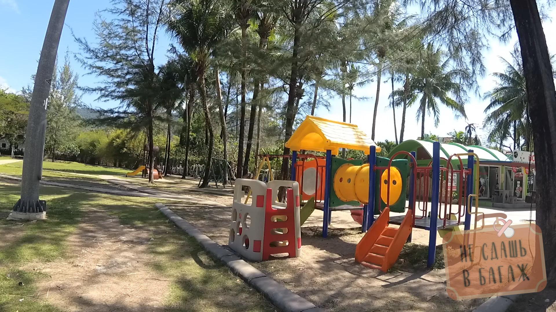 Детская площадке на пляже Камала