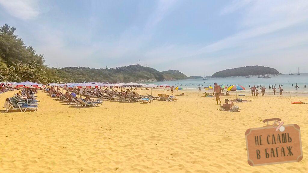 Лежаки на пляже Най Харн