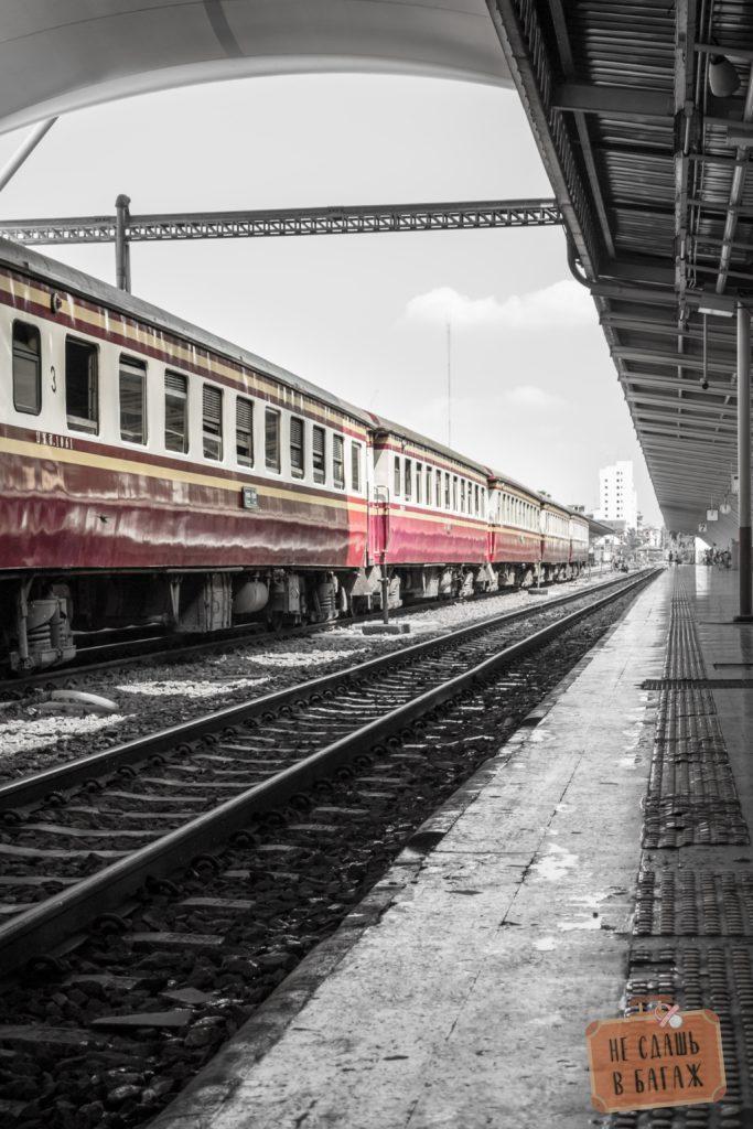 Поезд Бангкок - Аюттайя на вокзале Hua Lamphong