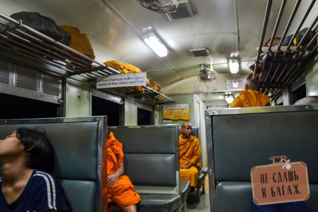 Для монахов предназначены специальные места