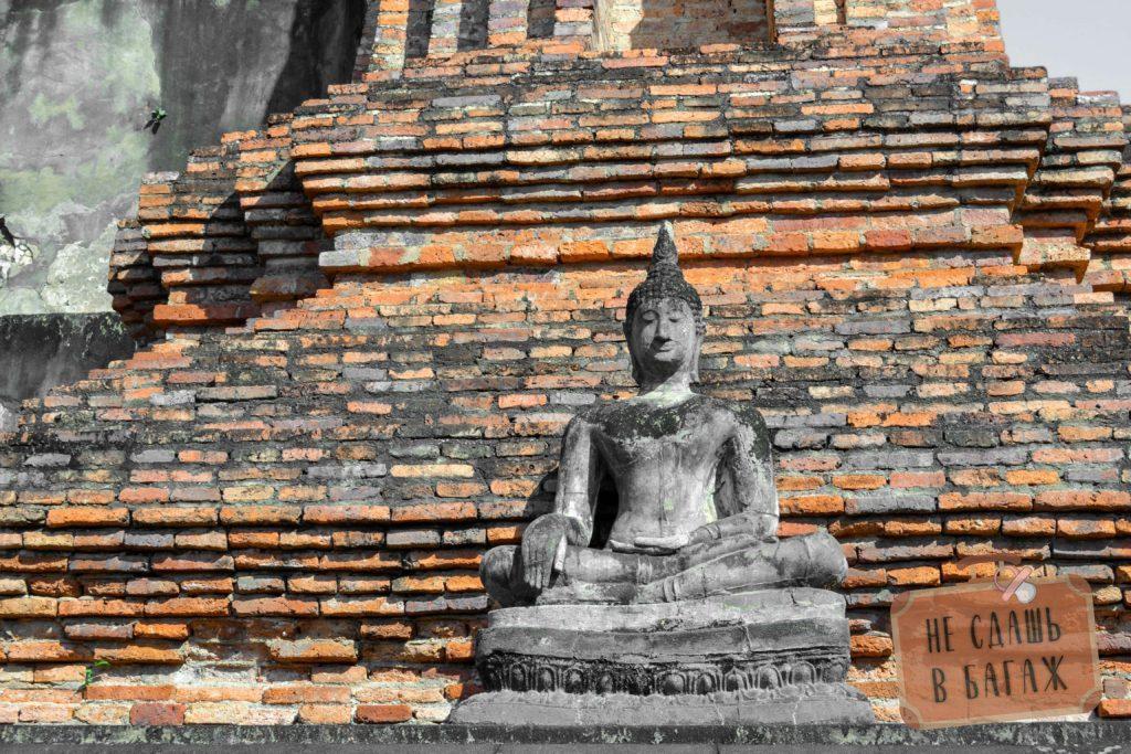Просто статуя просто сидячего Будды