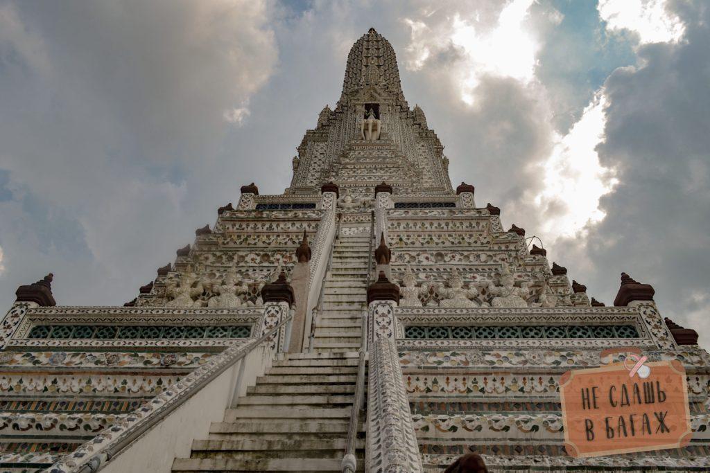 Храм Арун представляет из себя пранг, высотой порядка 80 метров