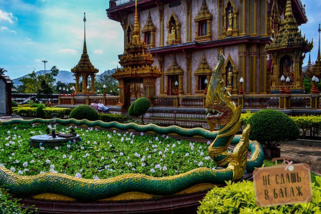 Территория храмового комплекса ухоженная, располагает к покою и неспешным прогулкам
