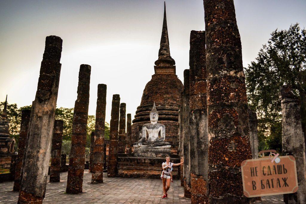 Фигура сидячего Будды в храме Wat Sa Si