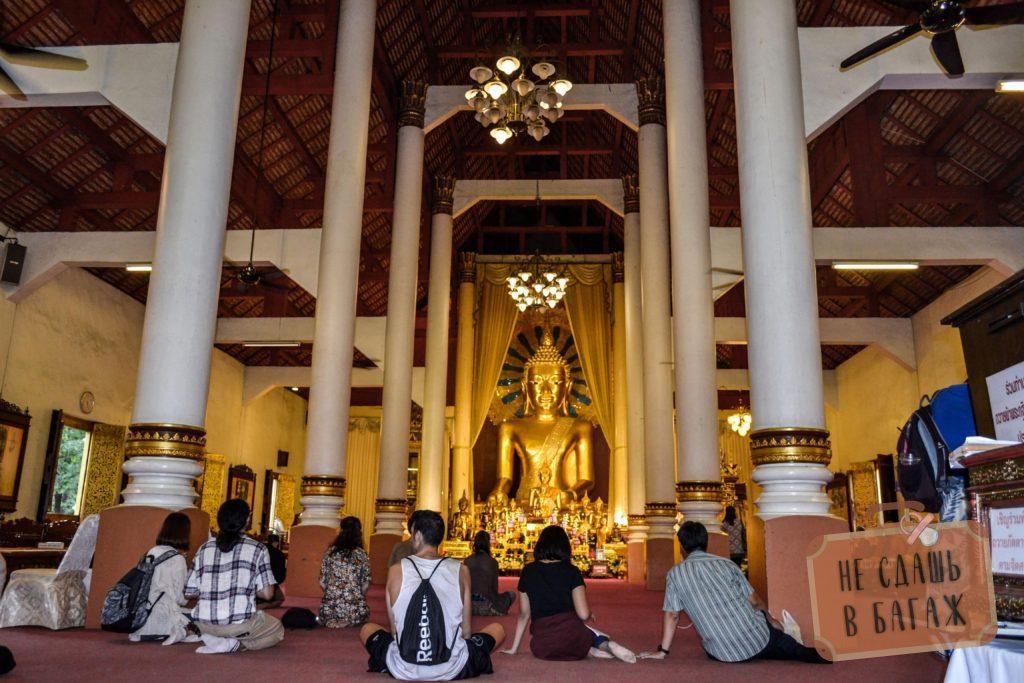 Большой Будда в одной из храмов