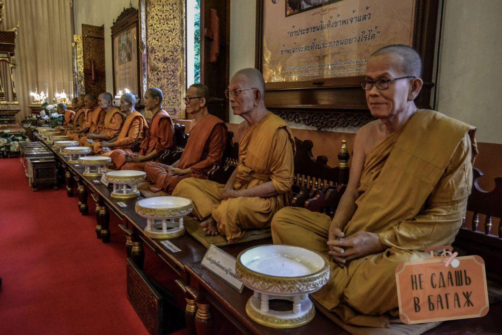 Монахи не живые, а восковые