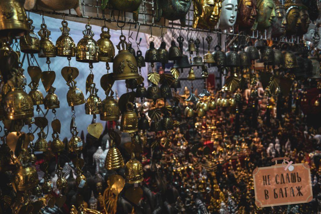На рынке можно поискать редкие буддийские реликвии