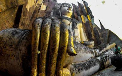 Тайцы иногда этого Будду называют говорящим, все из-за акустики