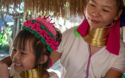 Деревня длинношеих каренов на севере Таиланда