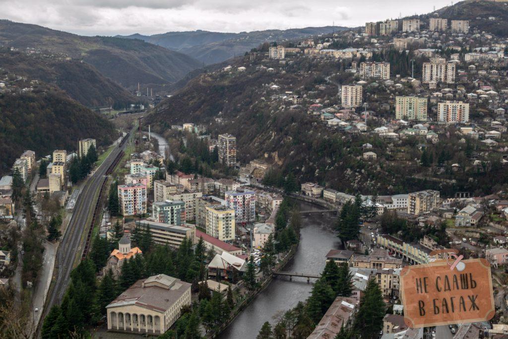 Вид на город Чиатура с вершины