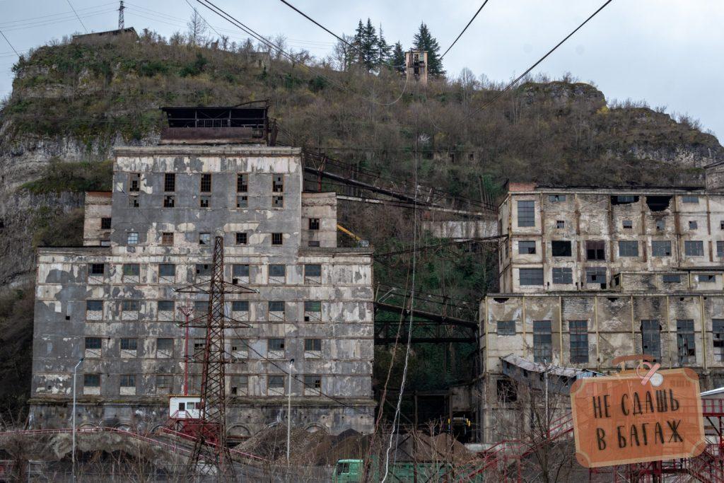 Заводские здания в Чиатуре