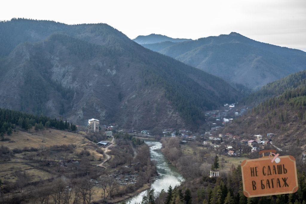 Вид в сторону поселка Ликани