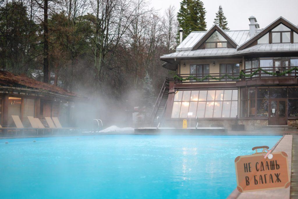 Открытый бассейн в СПА Скандинавия зимой