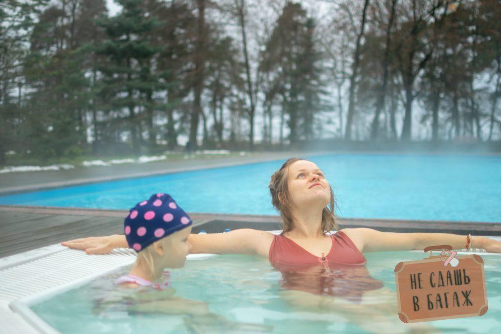 Открытый бассейн в СПА Скандинавия в Сестрорецке зимой