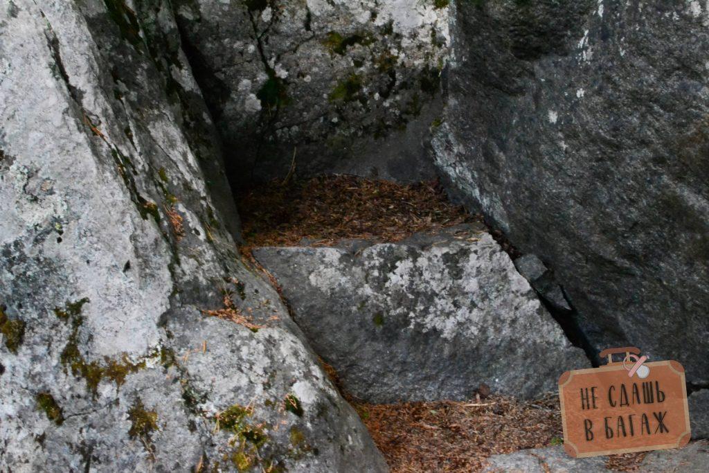 Камень здоровья рядом с саамским лабринтом
