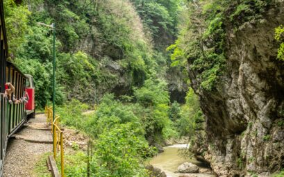 Вид на гуамское ущелье, узкоколейка