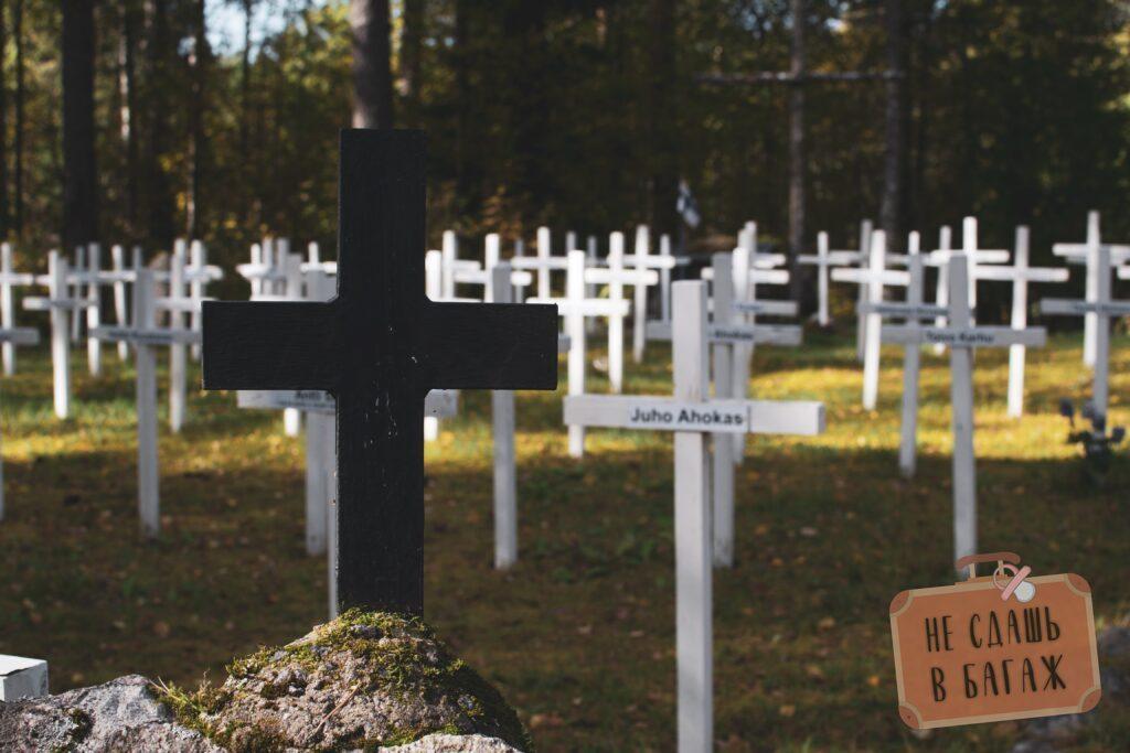 Кладбище у кирхе в Лумивааре