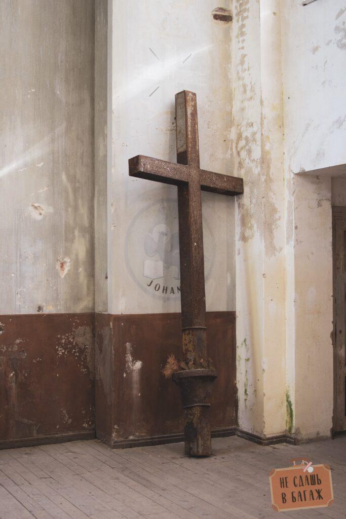 Крест в кирхе Лумиваара
